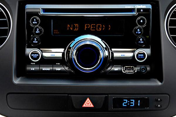 2 DIN Head Unit Radio + CD + USB